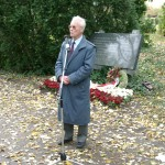 Richard Wadani bei seiner Festrede, Kagran 2004 (Foto: Archiv Personenkomitee)
