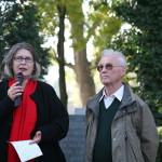 Terezija Stoisits (neben Richard Wadani) bei ihrer Rede, Kagran 2006 (Foto: Alexander Wallner)