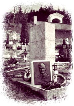 Grabdenkmal am Friedhof von Bad Eisenkappel / Železna Kapla (2001) / Foto: Lisa Rettl