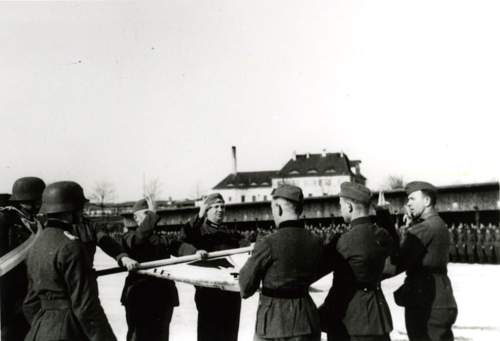 Vereidigung von 999ern auf dem Truppenübungsplatz Heuberg, Frühjahr 1943:  Quelle: Privatarchiv Klausch, Oldenburg