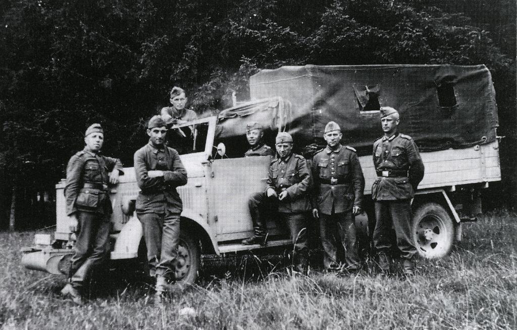 Angehörige der Bewährungstruppe 999, Heuberg, 1943:  Quelle: Privatbesitz/Reproduktion Gedenkstätte Deutscher Widerstand, Berlin