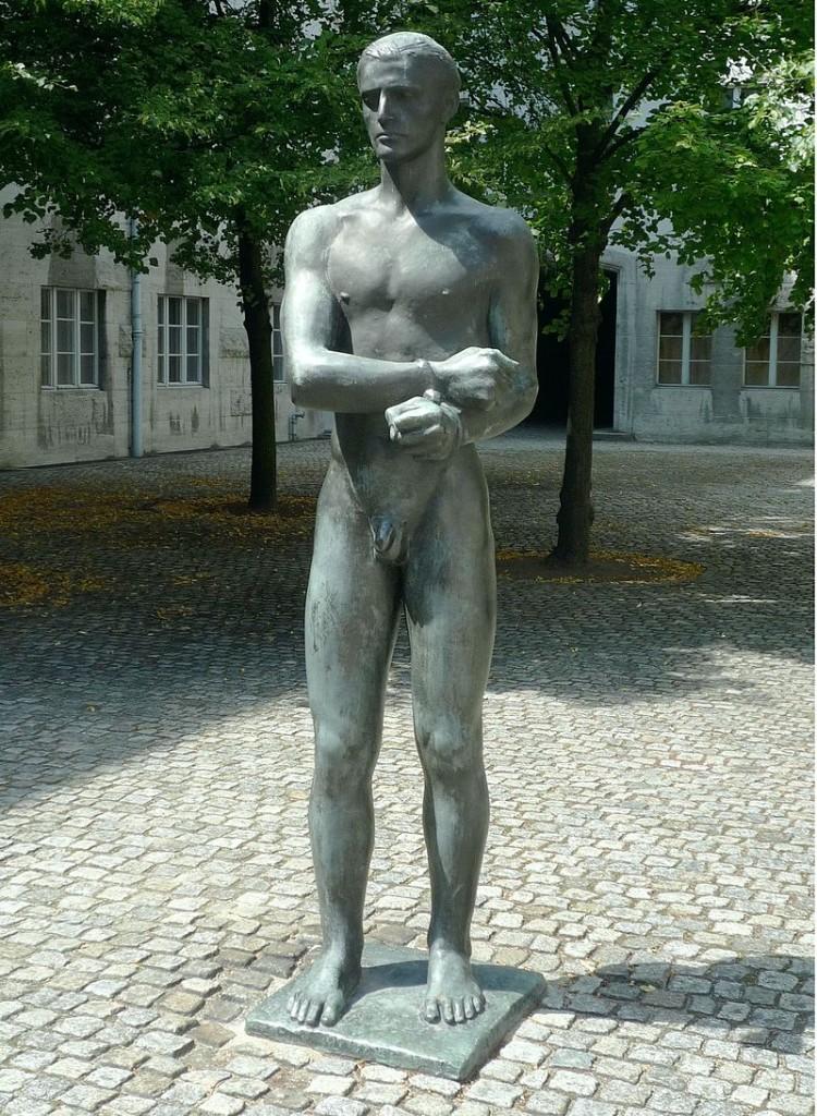 Richard Scheibe: Skulptur im Innenhof des Bendlerblocks in der Stauffenbergstraße 18. Quelle: de.wikipedia.org