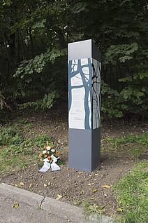Gedenkstele in der Dölauer Heide Foto: CWG Halle