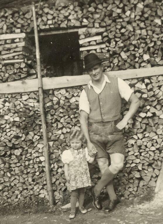 Karl Rupitsch mit seiner Tochter Brigitte, 1943.  Quelle: privat