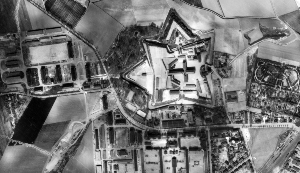 Wehrmachtgefängnis Torgau/Fort Zinna (sternförmiger Festungsbau in der Bildmitte), Ausschnitt einer US-amerikanischen Luftaufnahme, 18. April 1945.Quelle: Archiv DIZ Torgau, Stiftung Sächsische Gedenkstätten, Dresden