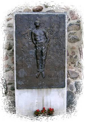 Denkmal in Bernau bei Berlin / Foto: www.offenehuette.de