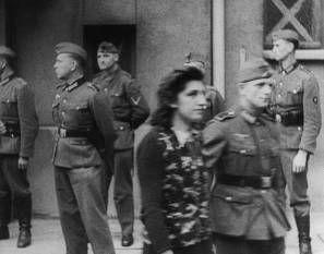 Simone Schloss, Mitglied einer kommunistischen Widerstandsgruppe bei einem Schauprozess vor einem deutschen Militärgericht in Paris 1942