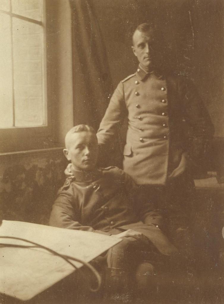 Porträtfoto Werner Lueben gemeinsam mit einem Kriegskameraden, 1916: Quelle: Privatarchiv Claus Lueben, Halstenbek