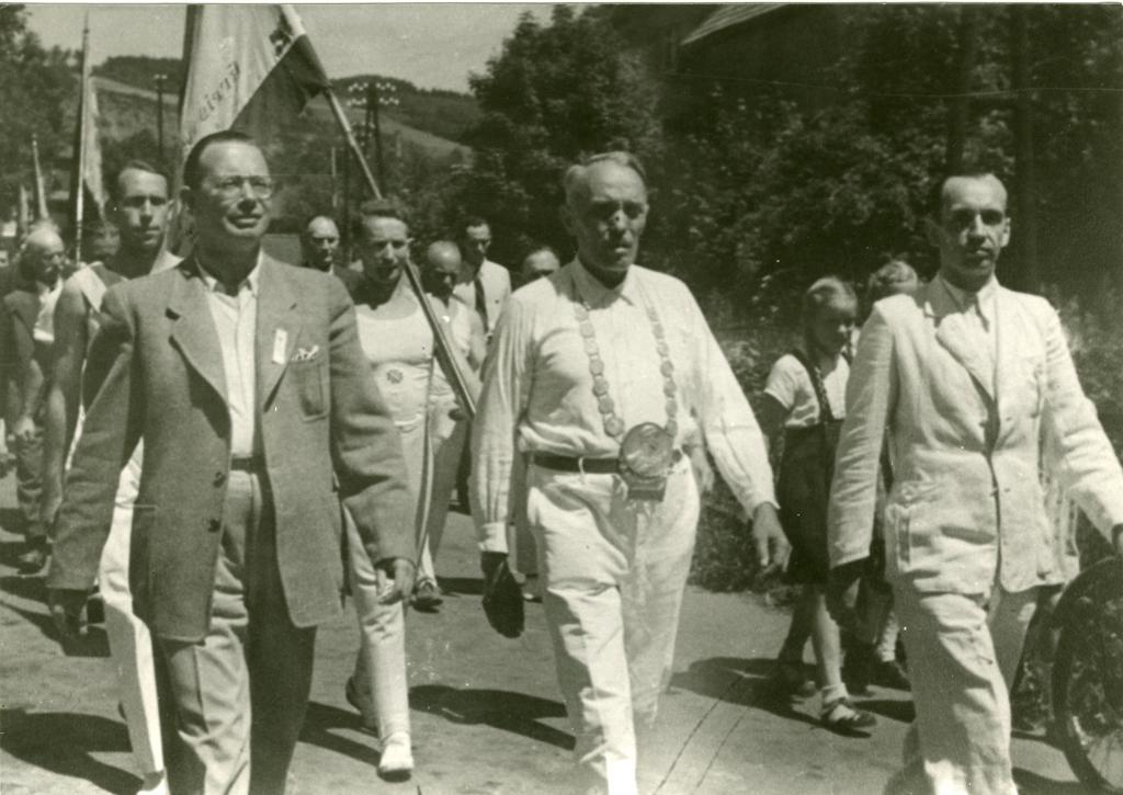 Fotografie Gauturn- und Sportfest, Ründeroth, 2. und 3. Juli 1949:  Quelle: Heimat- und Verschönerungsverein Ründeroth, Engelskirchen