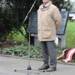 Richard Wadani hält einen Redebeitrag Kagran 2014 (Foto: Archiv Personenkomitee)