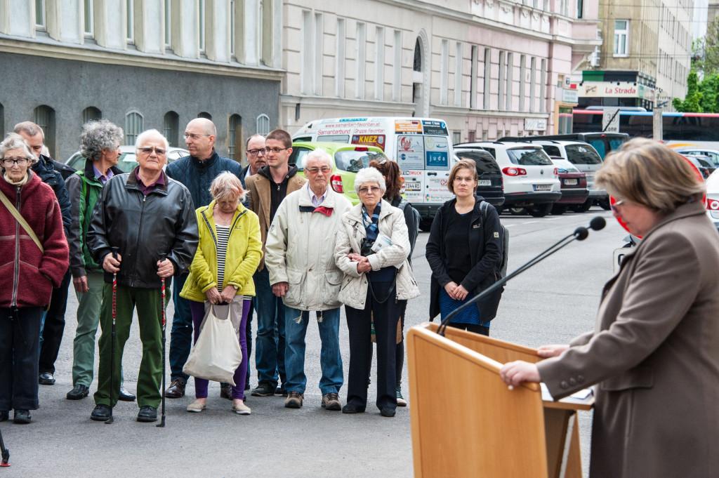 Das Publikum während der Rede von Claudia Kuretsidis-Haider / 3.+4.v.re: Linde und Richard Wadani, Favoriten 2015 (Foto: ©  Michael Schmid)