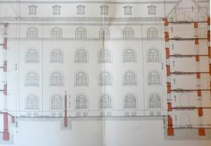 Querschnitt durch das Gebäude, zu sehen die Mauer im Gefängnishof, Plan: ca. 1920. Bildquellen: privat M.L.