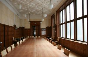 Der historische Gerichtssaal des Divisonsgerichts dient heute dem BKA als Sitzungszimmer (Quelle: Alexander Wallner)
