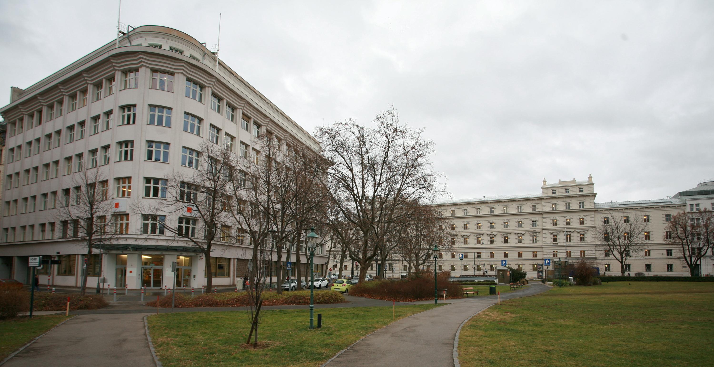 Blick auf das Gebäude, heute von der Finanzmarktaufsicht benützt. Rechts im Hintergrund das Wiener Landesgericht. (Quelle: Alexander Wallner)