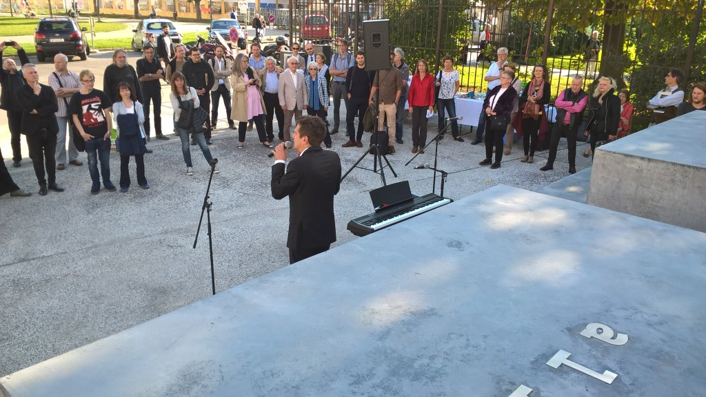 Mitherausgeber und Obmann des Personenkomitees Gerechtigkeit für die Opfer der NS-Militärjustiz Thomas Geldmacher moderiert die Veranstaltung