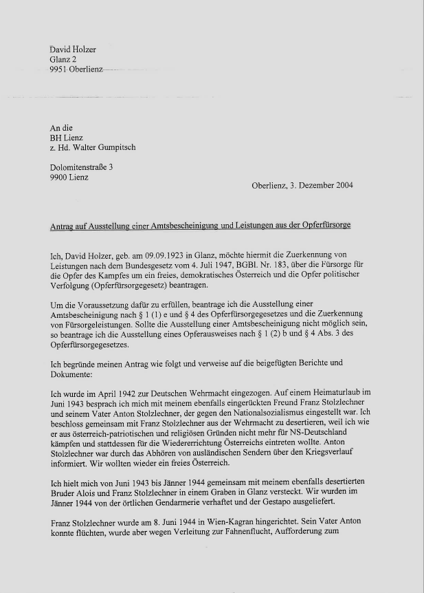 Antrag David Holzers auf eine Amtsbescheinigung und Leistungen nach OFG, 3. Dezember 2004. Der zu diesem Zeitpunkt 81-Jährige konnte bereits auf umfassende Prüfung und Anerkennung durch den Nationalfonds aus dem Jahre 2003 verweisen. Seine Pension hatte David Holzer zuvor ohne die sonst für Verfolgte der NS-Militärjustiz üblichen Abzüge erhalten, weil er offenbar seine Zeit in den Straflagern gegenüber den Behörden nicht erwähnt hatte.  Quelle: Privatarchiv Peter Pirker