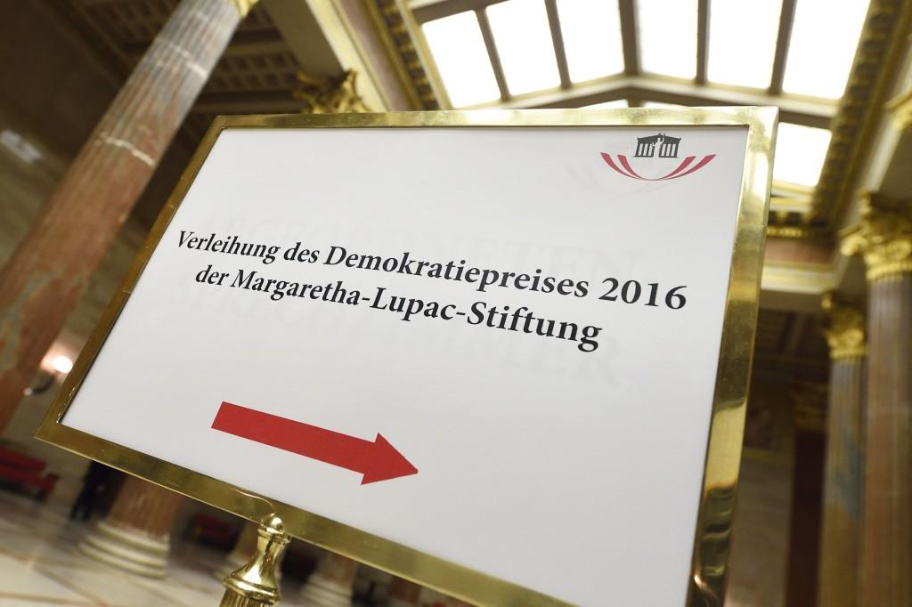 Wegweiser zur Preisverleihung im Parlament (Fotorechte: Parlament)