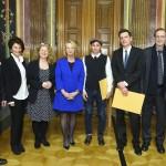 Nochmal alle PreisträgerInnen, die Präsidentin des Nationalrates und die FestrednerInnen. (Fotorechte: Parlament)
