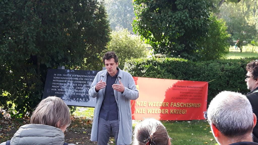 Thomas Geldmacher bei der Begrüßung - Kagran 2017  (Foto: Archiv Personenkomitee)